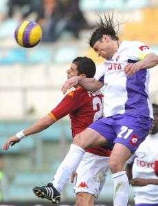 Who will win in the Sunday evening match between Viola and the captial club, Roma.